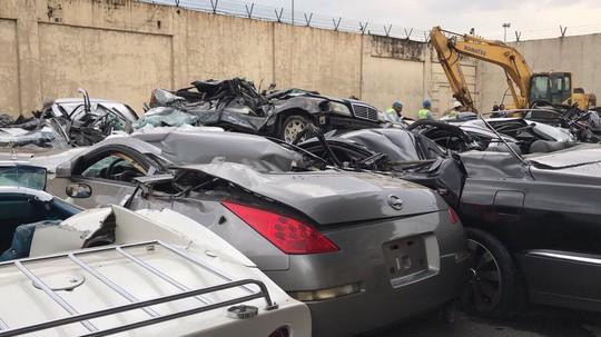 Tổng thống Philippines cho ủi nát hàng chục siêu xe buôn lậu 2