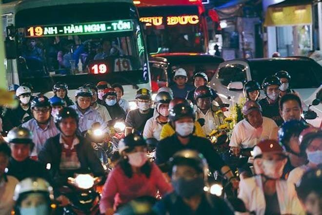 Đường Sài Gòn kẹt xe kinh hoàng ngày giáp Tết, cả nghìn người loay hoay tìm lối thoát 4