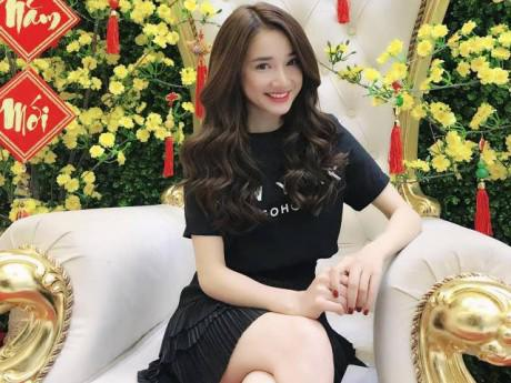 Hình ảnh Nhã Phương chính thức đến gặp BTC Mai Vàng để xin lỗi về vụ Trường Giang cầu hôn trên sóng trực tiếp số 1