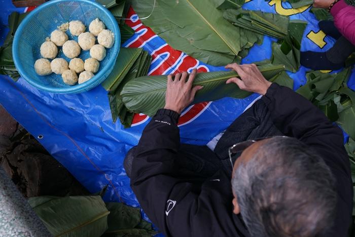 Cận Tết, người Hà Nội thức trắng đêm canh bánh chưng nấu trên vỉa hè 2