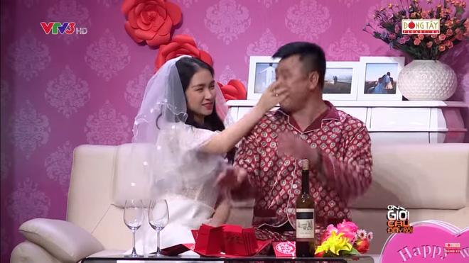 Hình ảnh Hòa Minzy bật khóc khi bị nhắc về quá khứ với Công Phượng số 2