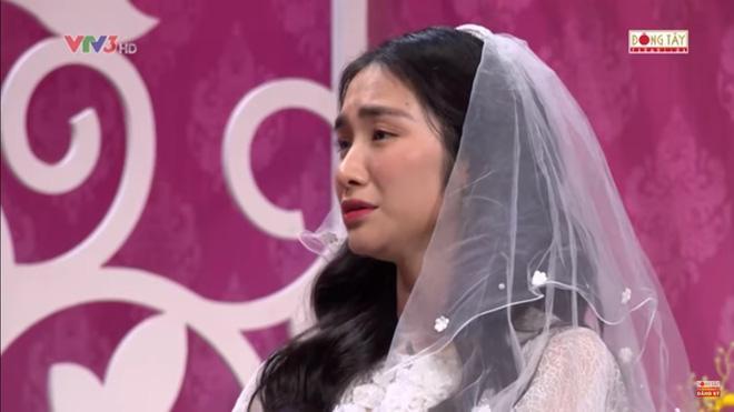 Hình ảnh Hòa Minzy bật khóc khi bị nhắc về quá khứ với Công Phượng số 5