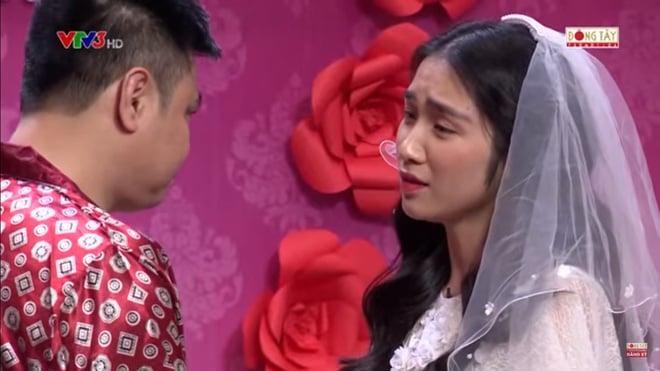 Hình ảnh Hòa Minzy bật khóc khi bị nhắc về quá khứ với Công Phượng số 6