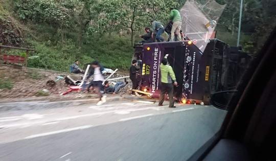 Lật xe buýt 2 tầng, 18 người tử vong tại chỗ 3