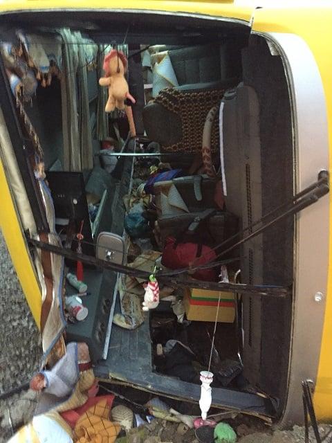 Hình ảnh Lật xe khách tại Đà Nẵng vào rạng sáng 27 Tết, 2 người chết, 11 người bị thương số 2
