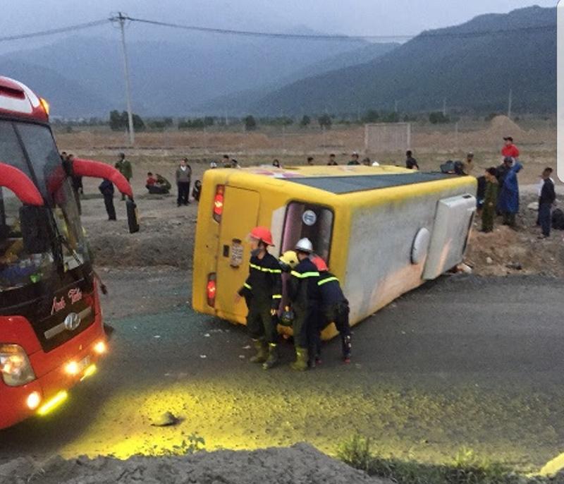 Hình ảnh Lật xe khách tại Đà Nẵng vào rạng sáng 27 Tết, 2 người chết, 11 người bị thương số 1