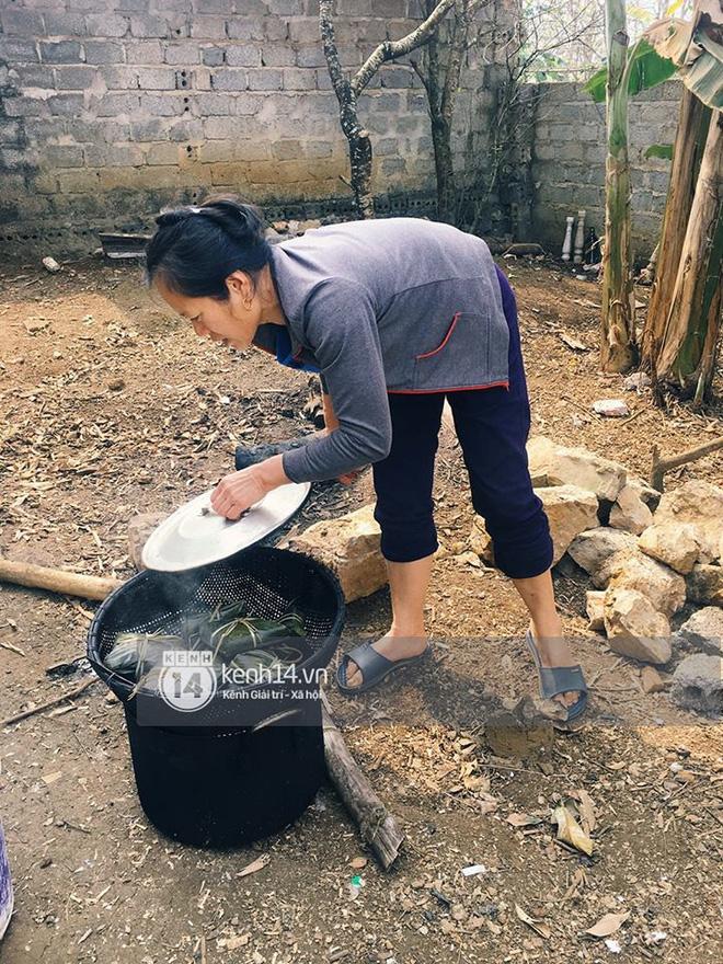 Hình ảnh Anh em Tiến Dũng U23 về nhà ăn Tết, mua tivi mới cho gia đình vì muốn