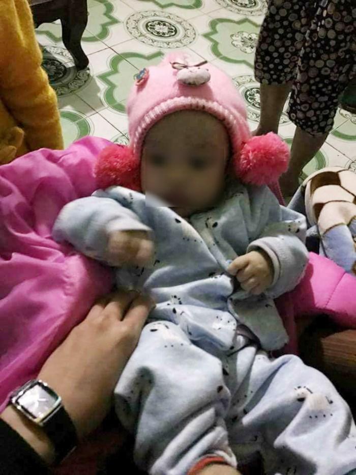 Hình ảnh Ngày cận Tết, bé gái 4 tháng tuổi bị bỏ rơi, người mẹ hứa không bao giờ tìm con số 1