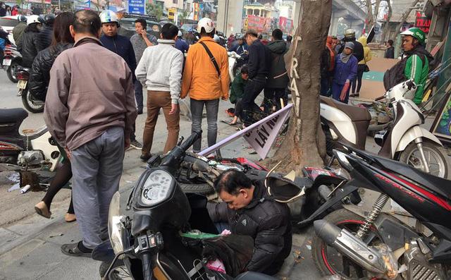 Hình ảnh Ba ô tô đâm liên hoàn trên phố chiều 28 Tết làm nhiều người bị thương số 1