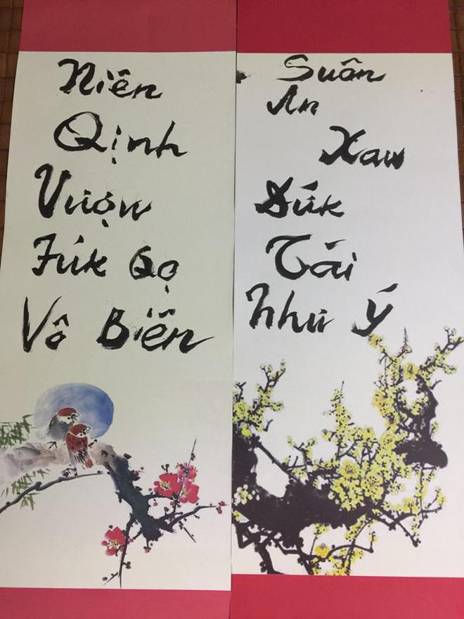 PGS Bùi Hiền chuyển đôi câu đối Tết sang ngôn ngữ 'Tiếw Việt' 1