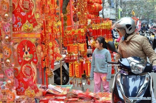 Hình ảnh không khí Tết rộn ràng khắp phố phường Hà Nội tràn ngập các trang báo Trung Quốc - Ảnh 7.
