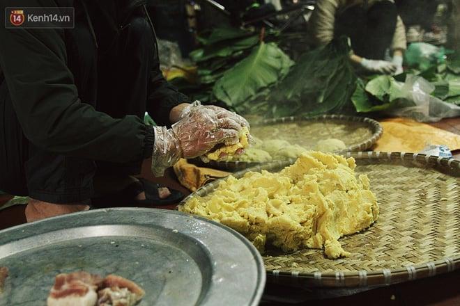 Chùm ảnh: Làng bánh chưng Tranh Khúc tất bật những ngày giáp Tết truyền thống - Ảnh 11.