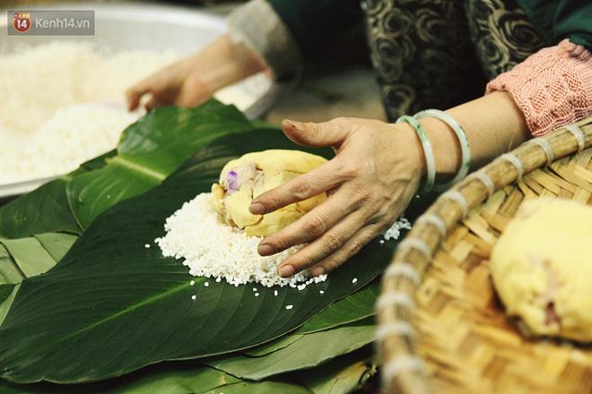 Chùm ảnh: Làng bánh chưng Tranh Khúc tất bật những ngày giáp Tết truyền thống - Ảnh 12.