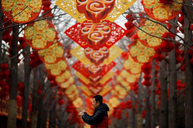 Châu Á ngập tràn sắc đỏ cùng linh vật chú chó chào Tết Nguyên Đán 1