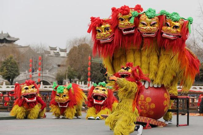 Châu Á ngập tràn sắc đỏ cùng linh vật chú chó chào Tết Nguyên Đán 3