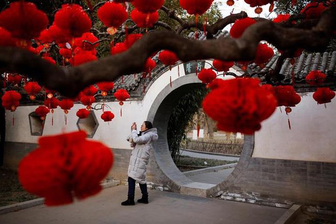Châu Á ngập tràn sắc đỏ cùng linh vật chú chó chào Tết Nguyên Đán 11