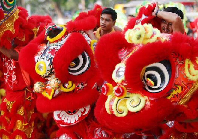 Châu Á ngập tràn sắc đỏ cùng linh vật chú chó chào Tết Nguyên Đán 16