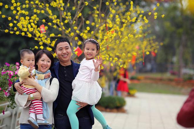 Thích thú với cảnh đi cà kheo tại lễ hội xuân 3 miền ở Hà Nội 8