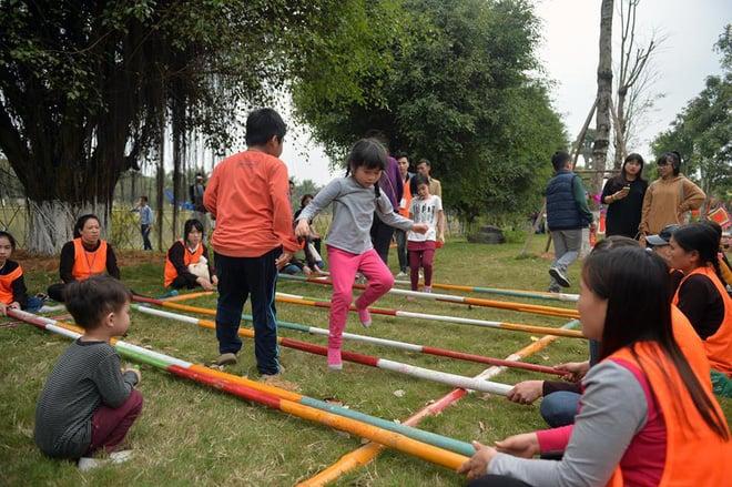 Thích thú với cảnh đi cà kheo tại lễ hội xuân 3 miền ở Hà Nội 10