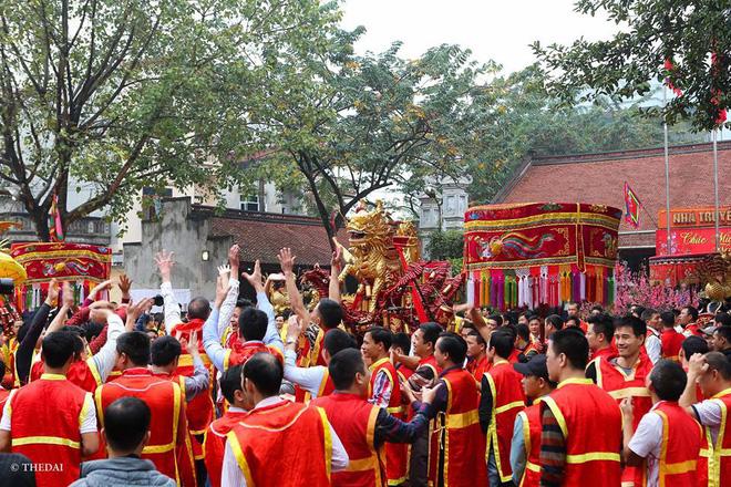 Pháo dài 6m được rước suốt 2 tiếng tại lễ hội Đồng 4