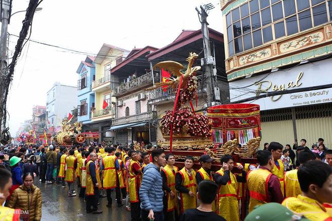 Pháo dài 6m được rước suốt 2 tiếng tại lễ hội Đồng 7