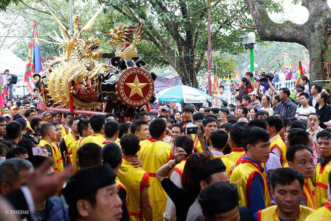 Pháo dài 6m được rước suốt 2 tiếng tại lễ hội Đồng 9