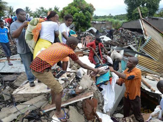 Mưa lớn khiến núi rác cao 15 mét đổ sập, ít nhất 17 người thiệt mạng 2