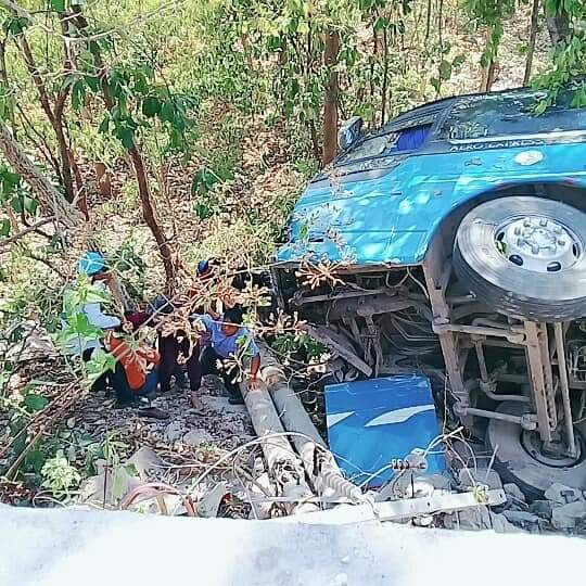 Hình ảnh Xe 52 chỗ đi lễ chùa lao xuống vực núi, 23 người bị thương số 1