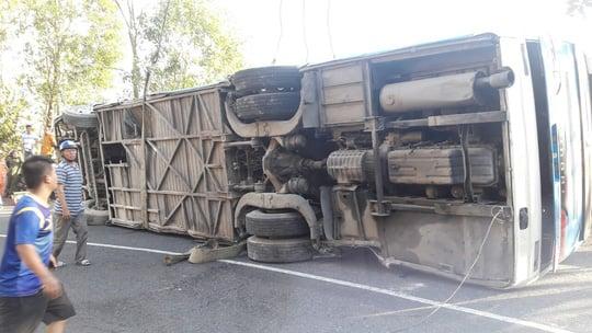 Xe 52 chỗ đi lễ chùa lao xuống vực núi, 23 người bị thương 2