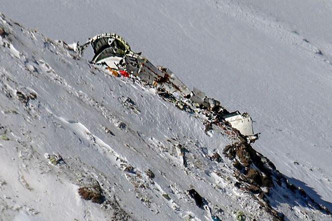 Vụ rơi máy bay chở khách ở Iran: '30 thi thể nằm la liệt trên tuyết' 1
