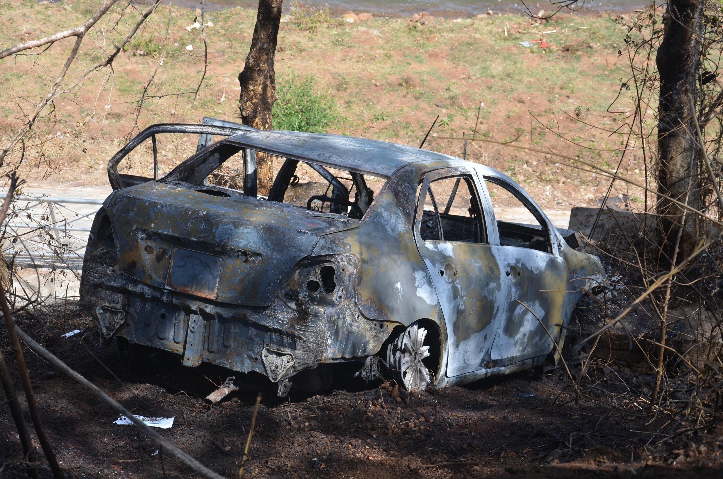 Công an tiết lộ nguyên nhân vụ 2 cha con chết cháy trong xe ô tô 1