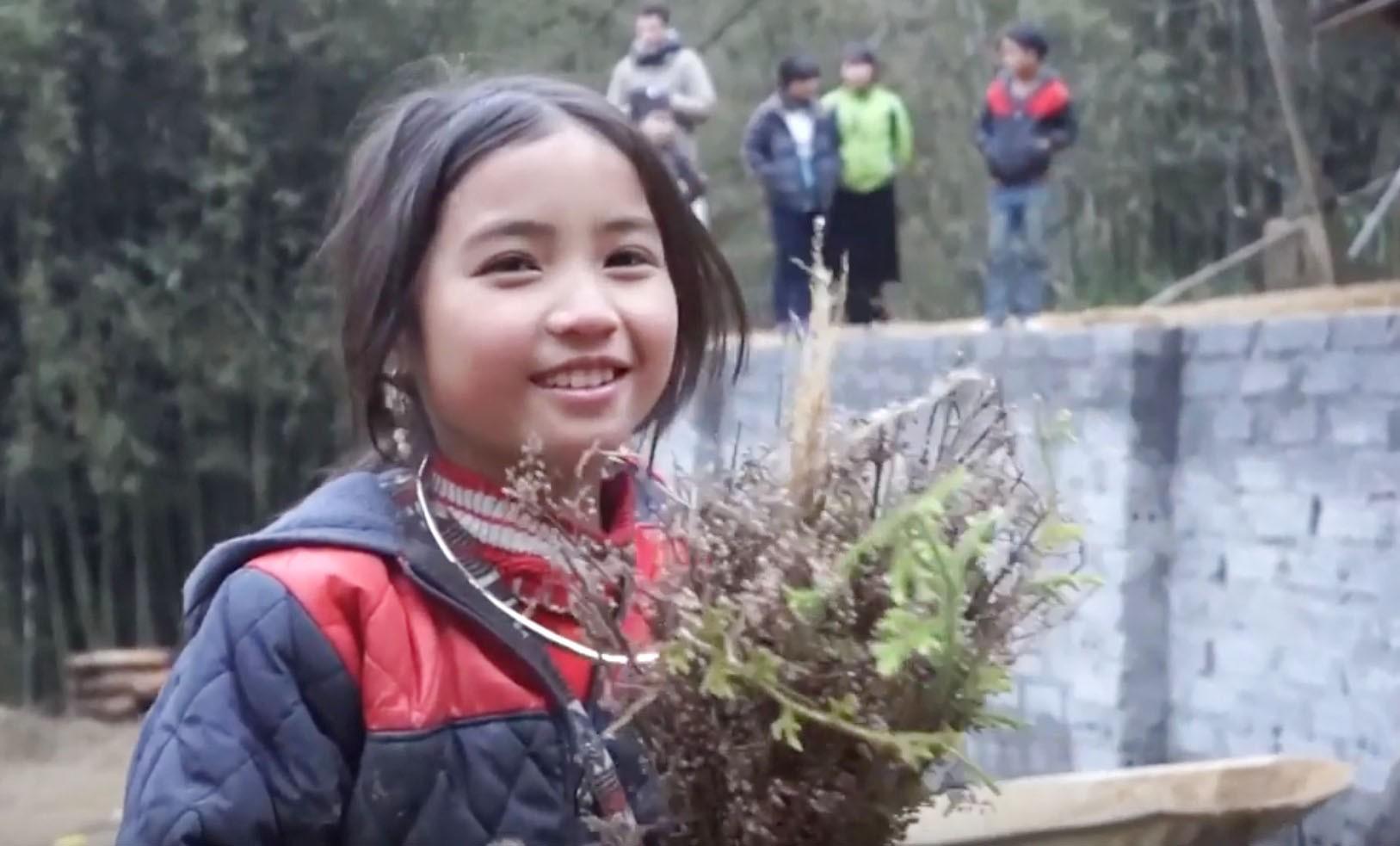 Bé gái HMông gây chú ý khi xuất hiện trong clip của dân phượt với nụ cười cực xinh 4
