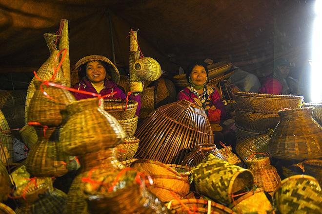Biển người xuyên đêm đến chợ Viềng 'mua may bán rủi' dịp đầu năm 3