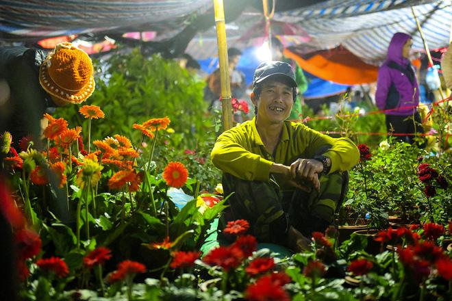 Biển người xuyên đêm đến chợ Viềng 'mua may bán rủi' dịp đầu năm 4