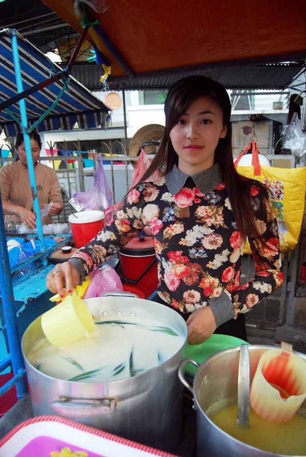 Cô gái bán cơm lam gây sốt mạng vì quá xinh đẹp, dân mạng rào rào truy tìm danh tính 2