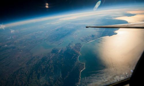 Ngỡ ngàng hình ảnh Trái Đất được chụp từ rìa vũ trụ 1