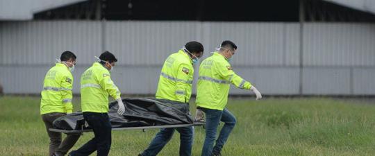 Trốn trong càng máy bay, hai người đàn ông mất mạng 1