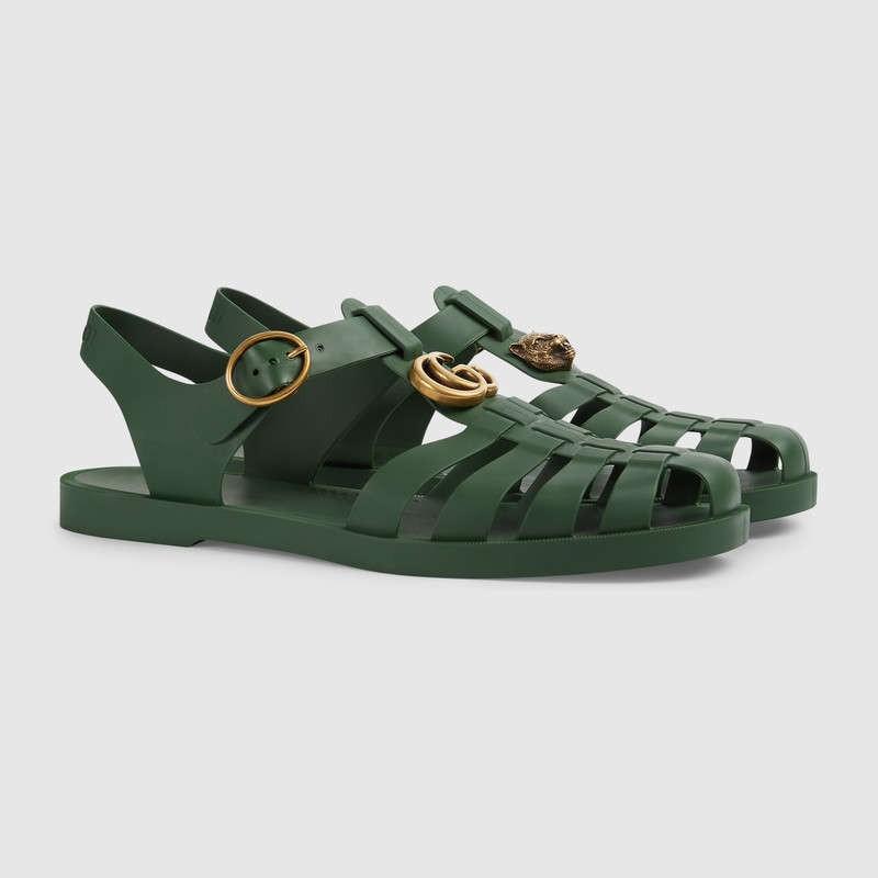 Có giá hơn 11 triệu nhưng hình như sandal của Gucci trông quá giống dép rọ bộ đội của nước ta thì phải - Ảnh 1.