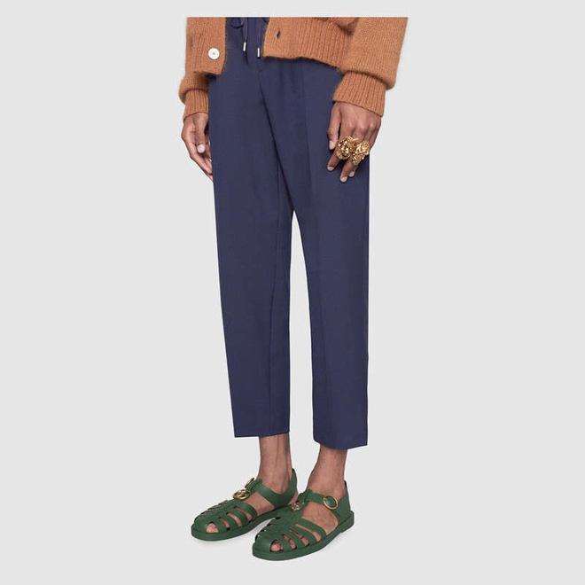 Có giá hơn 11 triệu nhưng hình như sandal của Gucci trông quá giống dép rọ bộ đội của nước ta thì phải - Ảnh 2.