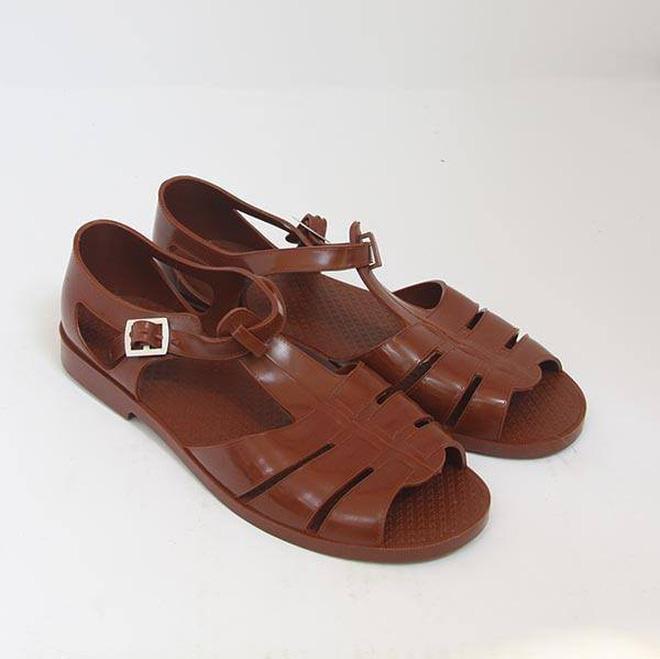 Hình ảnh Có giá hơn 11 triệu nhưng hình như sandal của Gucci trông quá giống dép rọ bộ đội của nước ta thì phải số 6