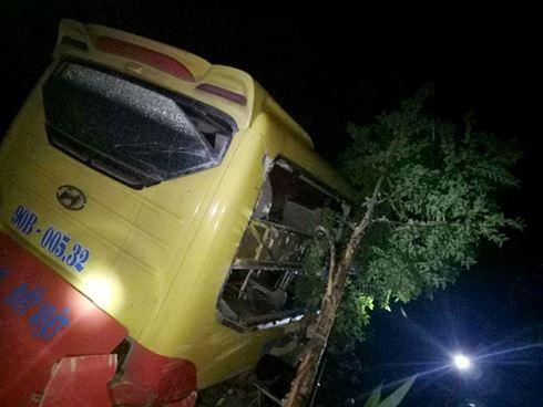 Hình ảnh hiện trường vụ tai nạn xe khách lao xuống vực sâu, tài xế chết tại chỗ, người bị thương nằm la liệt 1