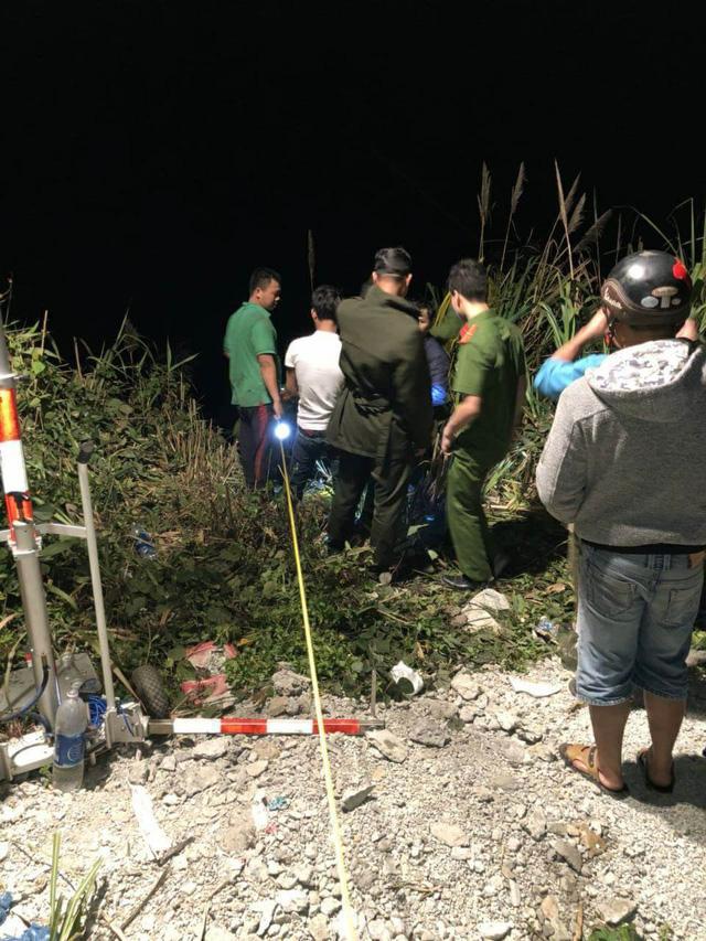 Hình ảnh hiện trường vụ tai nạn xe khách lao xuống vực sâu, tài xế chết tại chỗ, người bị thương nằm la liệt 7