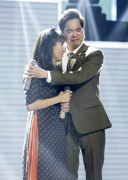 Cô bé mù hát Bolero khiến Ngọc Sơn khóc, Quang Lê tặng 10 triệu và Như Quỳnh mời hát chung 5