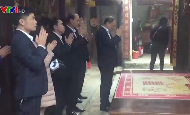 Danh tính lãnh đạo, cán bộ Kho bạc Nhà nước đi lễ trong giờ hành chính  1