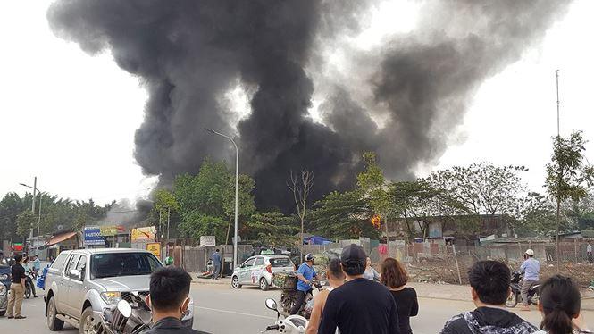 Hà Nội: Cháy lớn khu nhà xưởng làng Triều Khúc, hàng chục cảnh sát được điều động 2