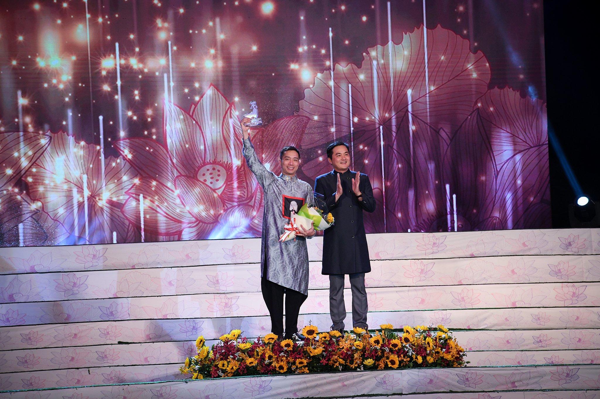 Đỗ Trịnh Hoài Nam được bình chọn là nhà thiết kế áo dài của năm 1