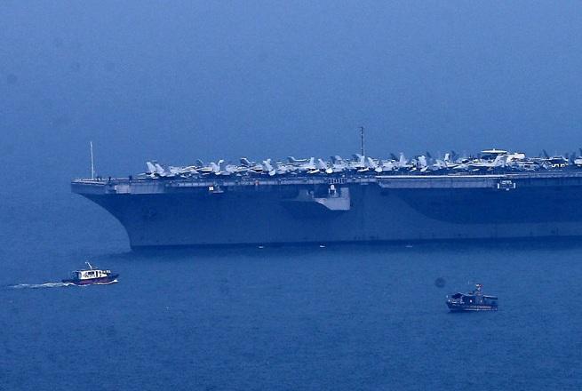 Siêu tàu sân bay USS Carl Vinson đã vào vịnh Đà Nẵng 3