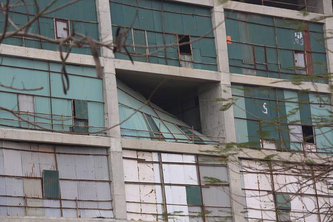 Cư dân kêu cứu vì đóng tiền 3 năm chung cư vẫn ngổn ngang bê tông, sắt thép 3