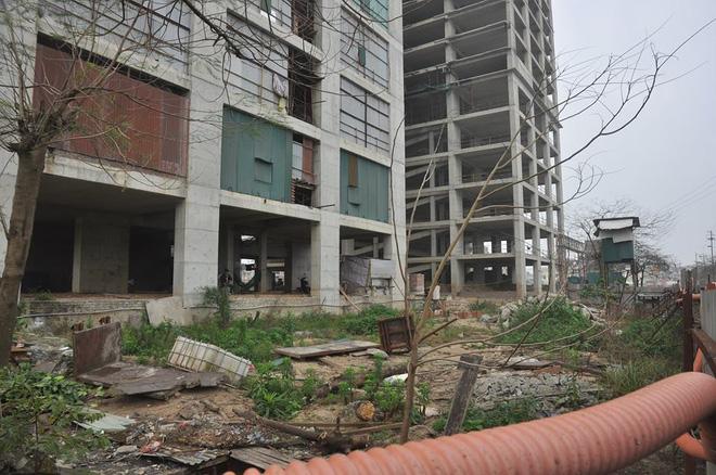 Cư dân kêu cứu vì đóng tiền 3 năm chung cư vẫn ngổn ngang bê tông, sắt thép 12
