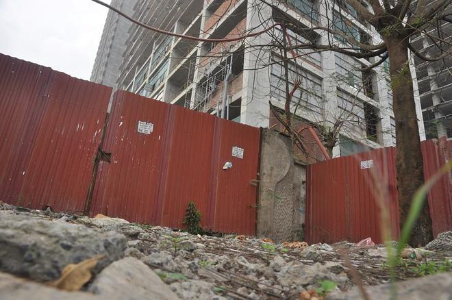 Cư dân kêu cứu vì đóng tiền 3 năm chung cư vẫn ngổn ngang bê tông, sắt thép 13
